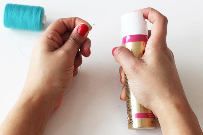 10 Näh-Tipps_einfädeln Haarspray