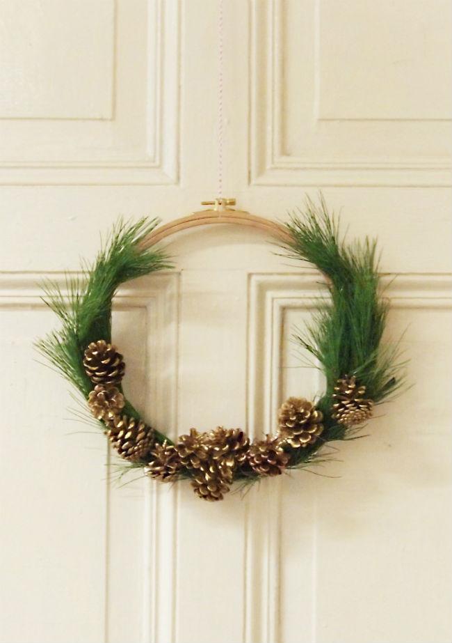 Tutoriel décoration de Noël - transformer un cercle à broder en couronne de Noël 7