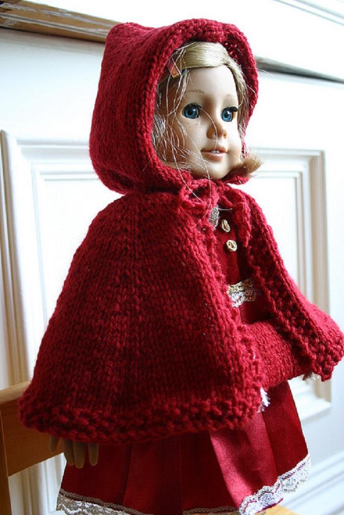 Capeline rouge pour poupée à tricoter