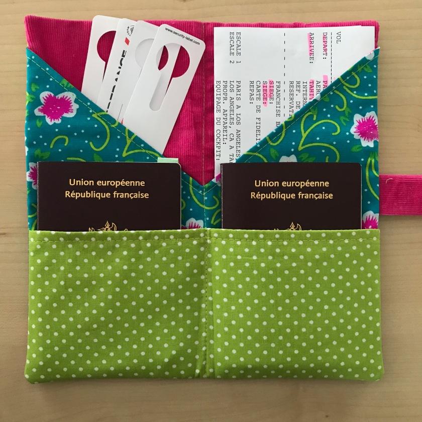 Patron de pochette range-documents à coudre passeport billet d'avion